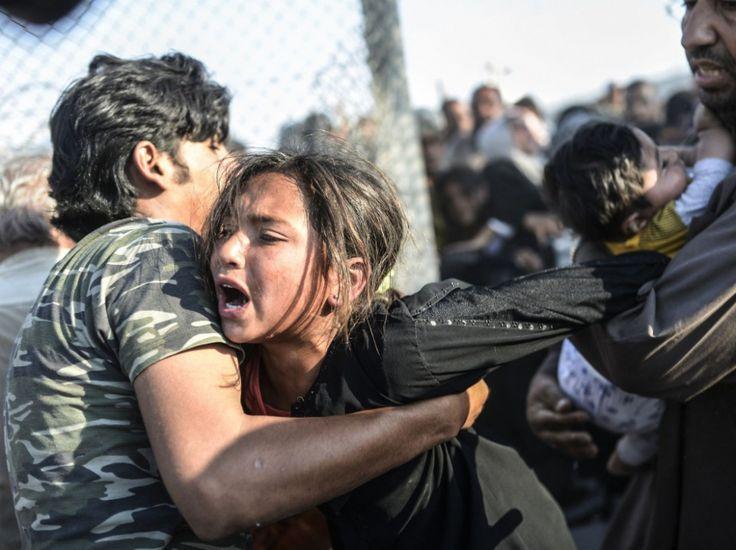 """""""Cela fait quatre ans que je photographie les réfugiés syriens à la frontière. J'ai assisté à la bataille de Kobané, qui avait provoqué l'exode de  #Syrie #Syria #migrants #refugees #réfugiés"""