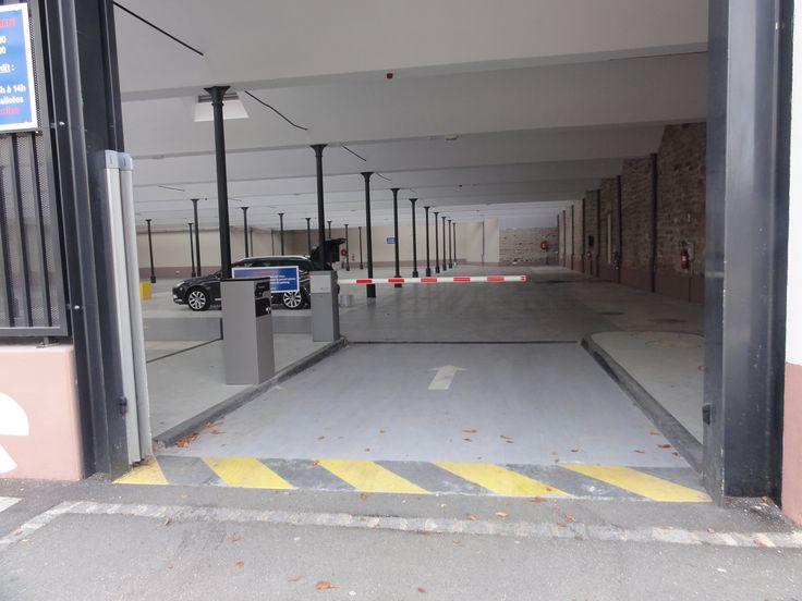 #barriereparking #barrierelevante #barrierelevanteautomatique Barrière levante automatique avec distributeur de tickets pour le contrôle d'accès des véhicules