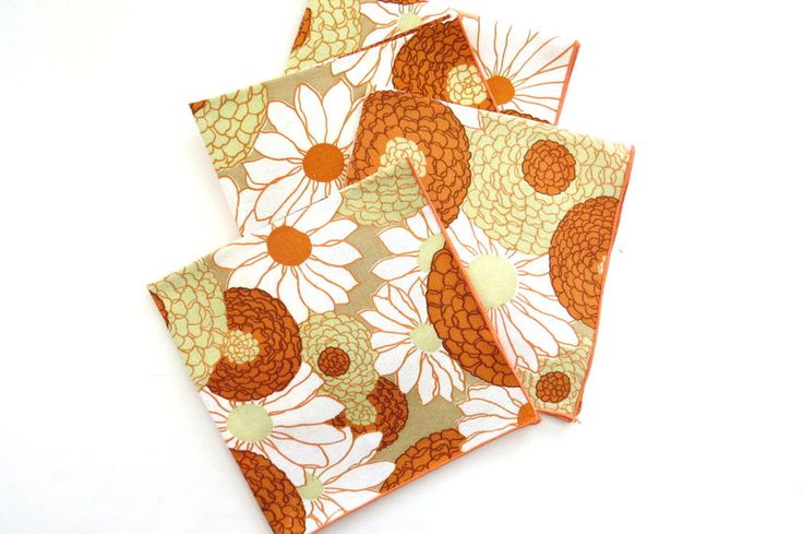FOUR Retro Floral Cotton Napkins Chrysanthemums Daisies Gold Orange Vintage EUC