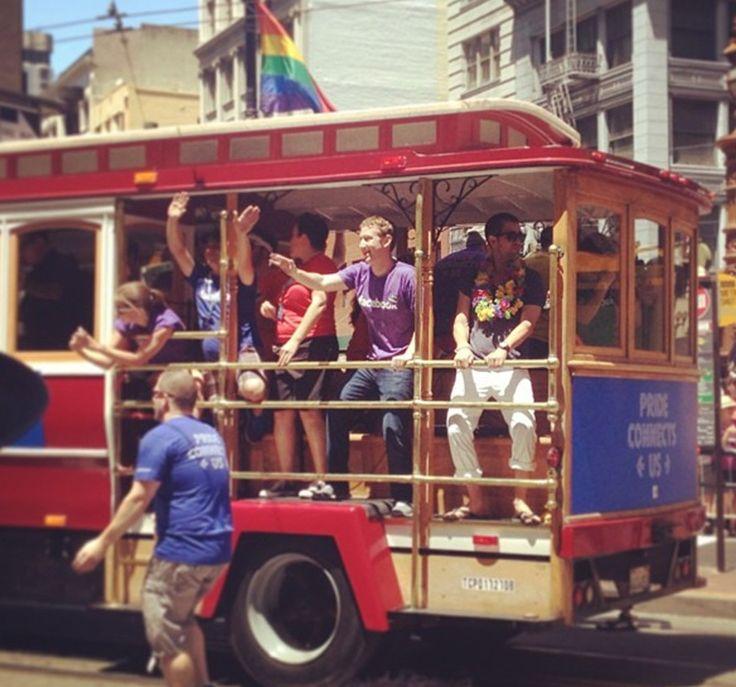 Zuckerberg y el 15% de empleados de Facebook participaron en marcha del Orgullo Gay