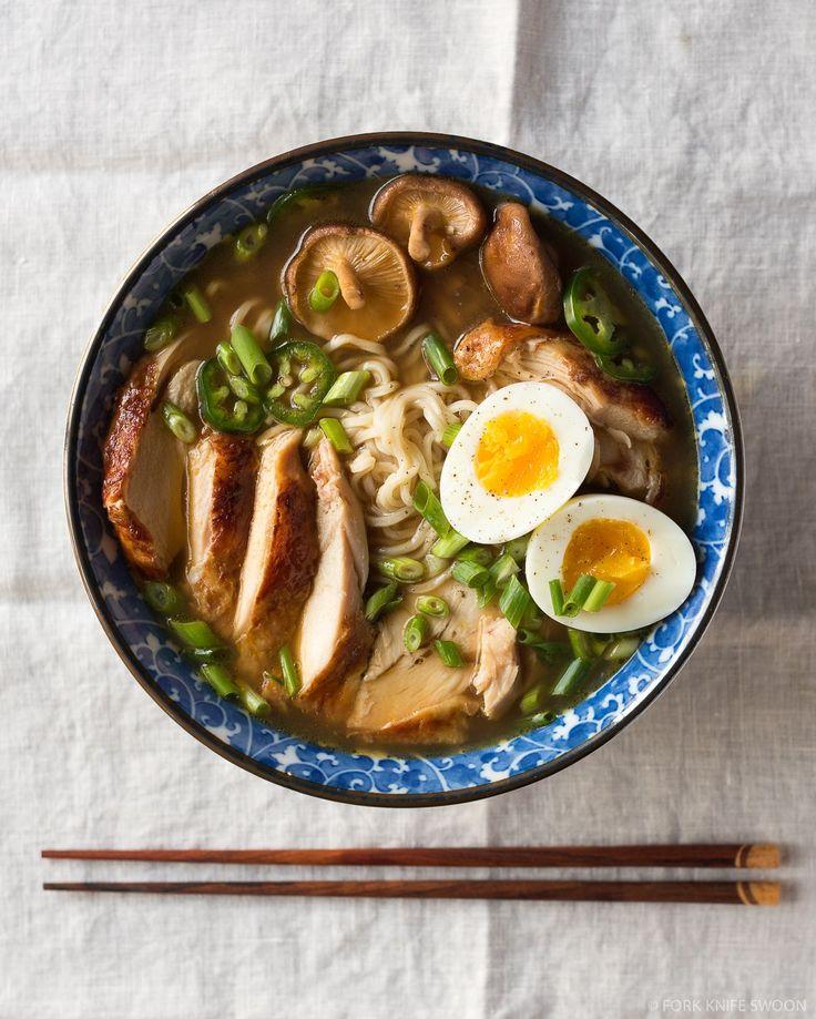 Simple Homemade Chicken Ramen -> MADE IT! soooooo good!    EDITS: verse shiitake: toevoegen samen met kippenbouillon + laten meekoken // rode chili (ipv jalapeño) ook meestoven/-koken (1/2 milde rode peper is net niet pittig genoeg) // sluimerwten/peulen toevoegen aan bouillon en laatste 5-10min laten meekoken // paksoi toevoegen: enkele minuutjes voor het einde // perfect eitje: 8-10min gaartijd // kip: kruiden met peper en sojasaus, platkloppen, en kort in grillpan (ipv in pan+oven)