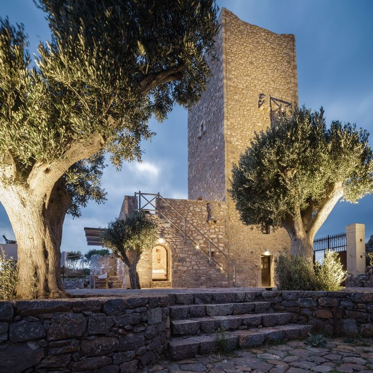 Ένας μανιάτικος πύργος του 19ου αιώνα μεταμορφώνεται σε boutique αρχιτεκτονικό ξενώνα