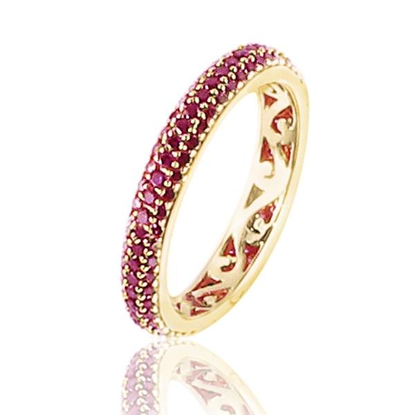 Alliance Conte de fées - Cette alliance diamants tour complet en or rose 18 carats est pavée de 156 diamants de couleur rose sertis grain, pour un poids total de 0,85 carat. L'intérieur de l'anneau est découpé pour créer un effet dentelle.  http://www.adamence.com/alliance-diamants-roses-tour-complet-or-rose-sertie-grain-de-156-diamants-0-85-carat-3531