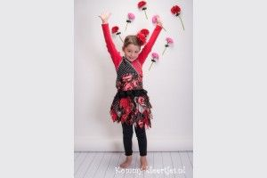 #kommykleertjes #meisjeskleding #girlsfashion #rokje #feestelijkekleding #kerst #kleertjes #strokenrokje #rood #zwart #feest