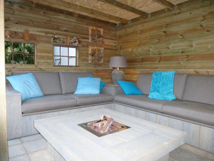 Comfortabele steigerhout bank. Bijzonder comfortabel door het gebruik van No-sag veren onder de zitkussens.