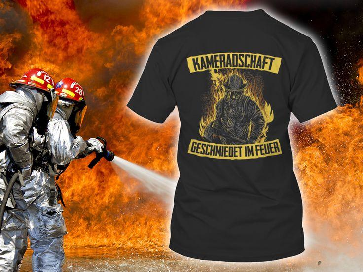 """""""Kameradschaft geschmiedet im Feuer"""" Feuerwehr T-Shirt  #FFW #FW #Feuerwehr #Freiwillige #ehrenamt #FWLeitstelle #feuerwehrleute #feuerwehrmann #feuerwehrfrau #kameradschaft #kameraden #feuerwehren #tshirt #hoodie #pullover"""