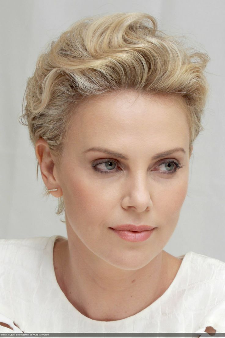 haircuts for 45 32 best charlize theron images on beautiful 4953