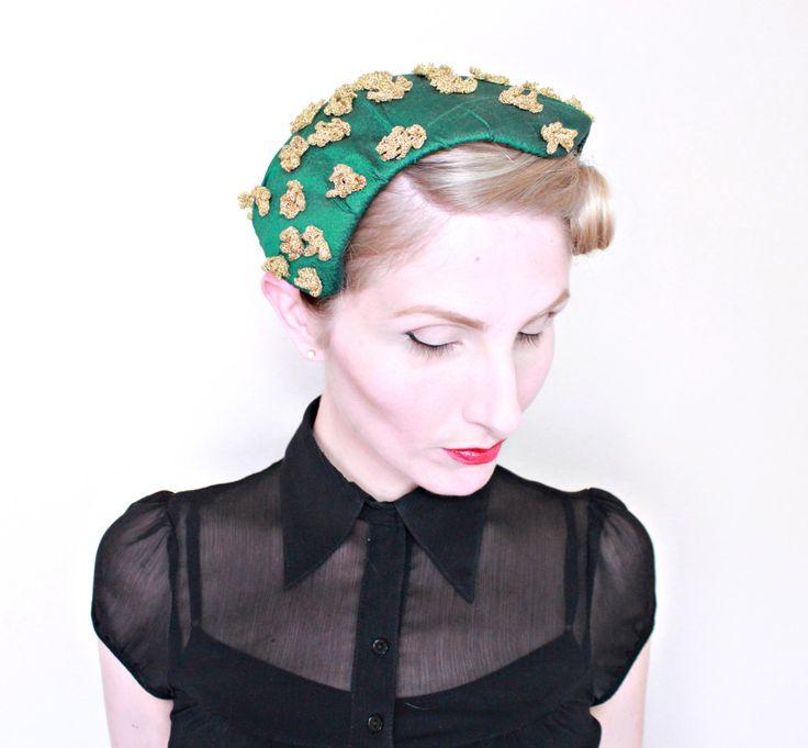 1950s Hat / VINTAGE / 50s Hat / Green Silk / Gold Flowers / Widows peak brim…