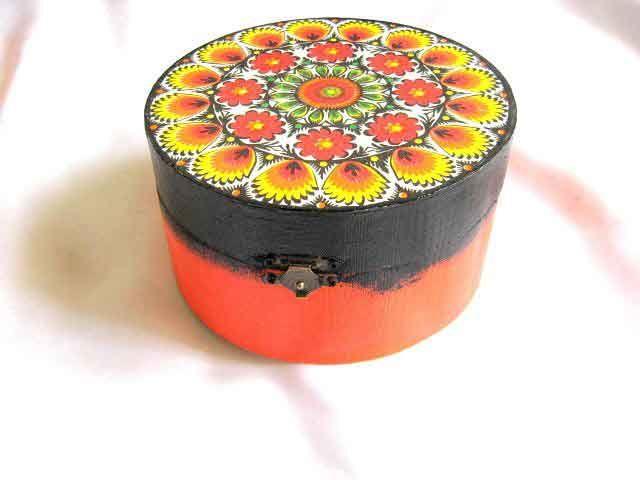 #Cutie #rotundă din #lemn, #cutie #accesorii şi #bijuterii #motive #tradiţionale #româneşti / #Wooden #round #box, #accessories box and #traditional #Romanian #motifs / #목제 #둥근 #상자, #부속품 #상자 및 #전통적인 #루마니아어 #주제 http://handmade.luxdesign28.ro/produs/cutie-rotunda-din-lemn-cutie-accesorii-si-bijuterii-motive-traditionale-29253/