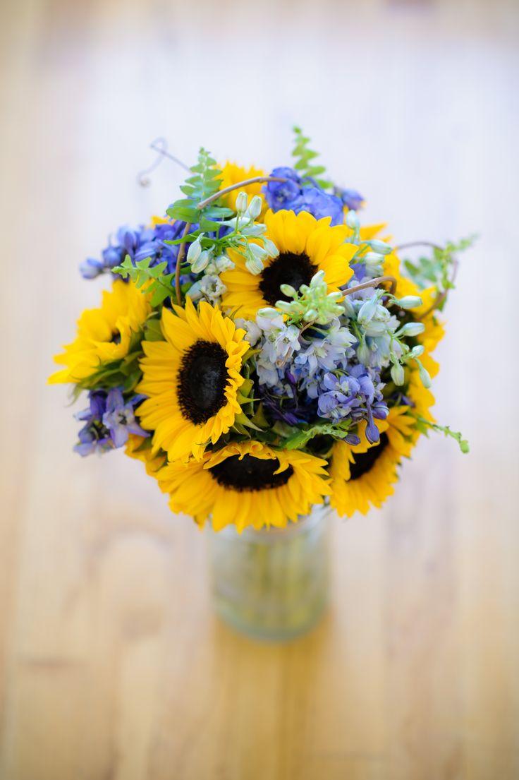 We love grapevine...Brides bouquet