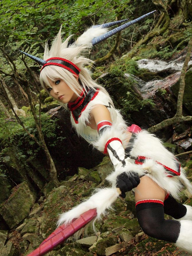 Kirin from Monster Hunter. Cosplay by Kasane.