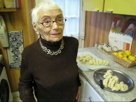 94-year-old Vera makes us Czech dumplings (knedliky) - YouTube  4 tsp of yeast in 100 ml of warm water with 1 tsp of sugar, stir cover and let rise, 4 cups of flour, salt, pour yeast in flour with 1 cup warm water, make dough should be a harder dough, then make 3 loafs out of it and cover on the counter with a bag or w.e u have, in 10 min they should rise , then put them in boiling water, cover immediatley let cook on med heat after 15- 17 min