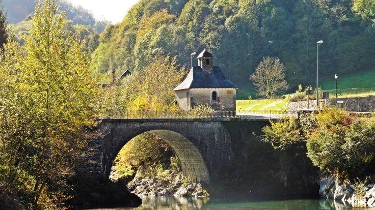 Le nouveau pont et la chapelle de Sarrance de Jacles