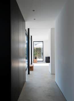 einfamilienhaus am wörthsee : moderne Ankleidezimmer von gramming rosenmüller architekten