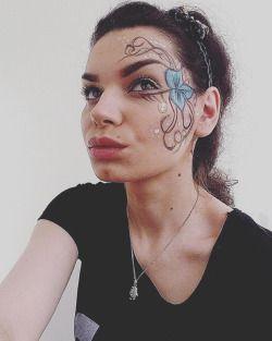 #mua #makeup #makeuplover #makeupaddict #fantacy #fantacymakeup #flower #blueflower #kiss #eyes #eyebrow #eyelashes #brows #brunette #browneyes #necklace