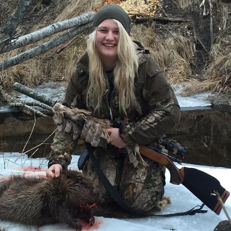 @fillanlundberg me sin första bäver duktig flicka #bäver #bäverjakt #smygjakt #värdensbästajaktguide by jaktochvildmark