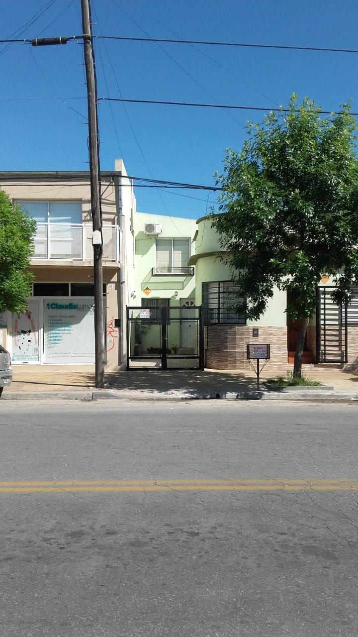 CASA EN ALQUILER Entradas de casas, Casas, Inmuebles