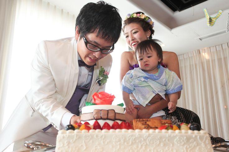ウェディングケーキのカットも子供と一緒に