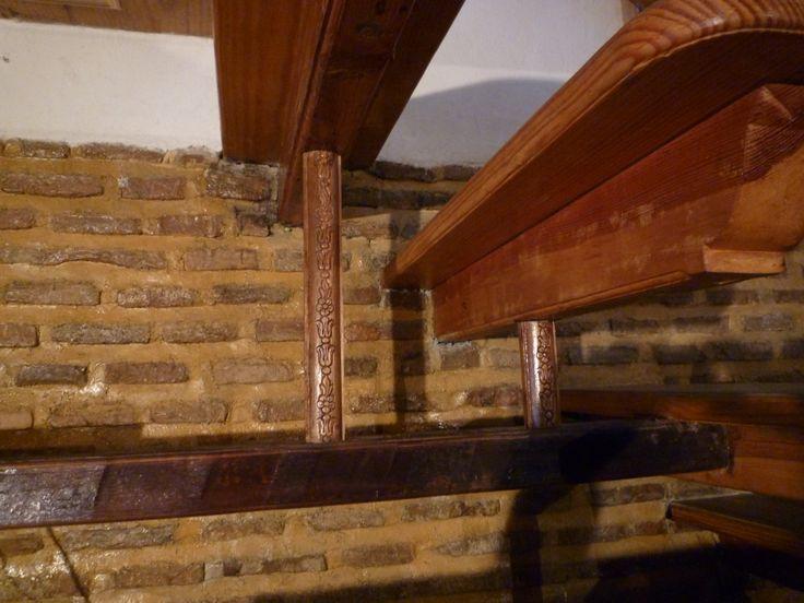 дом в стиле рустико.балка для полки под лестницей из дерева сто летней давности