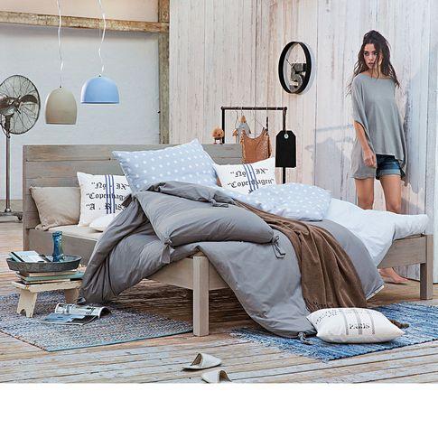 Bett in rustikaler Lattenoptik in hellgrau bei IMPRESSIONEN