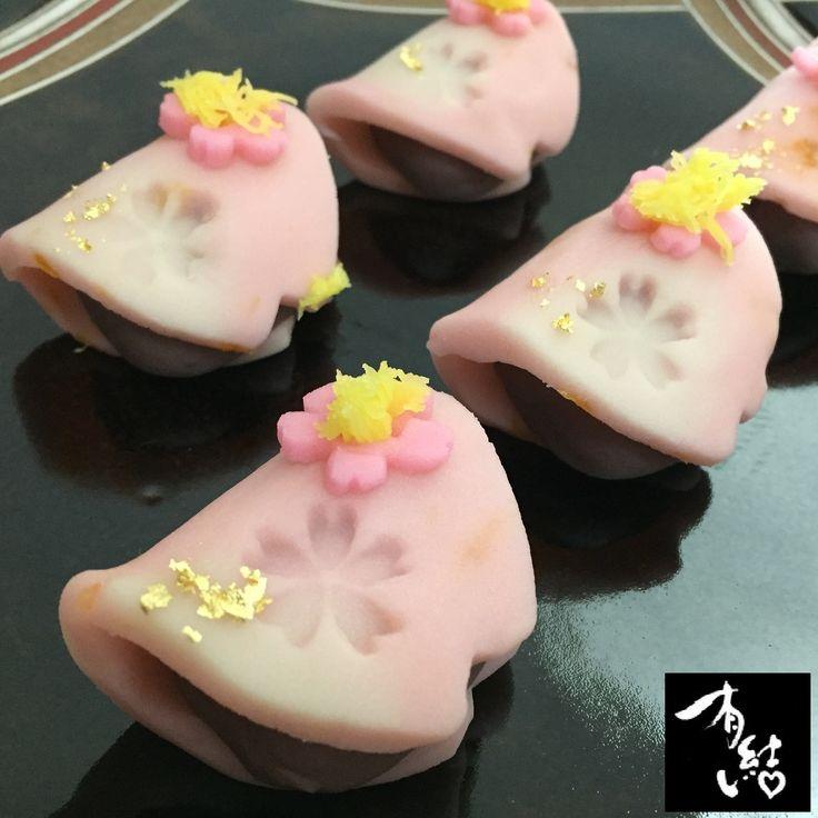 山種美術館CAFE「桜の宴」 咲き誇る枝垂桜を画面いっぱいに描いた奥村土牛氏の「醍醐」を和菓子に表しています。
