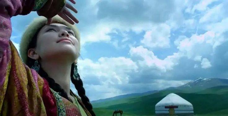 Ey genç Türk kızı; Atillalar, Alpaslanlar, Osman Beyler, Timurlar yaratıcı güçlerini hep sizin kucağınızda kazandılar, İbni Sinalar, Kaşgarlı Mahmutlar, Uluğ Beyler, Fuzuliler ve Barbaroslar sizden emdikleri sütün kudretiyle Türk tarihinin birer parlak yıldızı oldular.Siz, her çağda Türkçülük davasına kucak açıp süt verdiniz.Genç Türk kızı, Kurtuluş Savaşı yıllarında İnebolu'dan Ankara'ya dek uzanan yolları dolduran kağnı kafilelerinin bütün insanları cinsdaşlarınızdı. Yamalı yorganını…