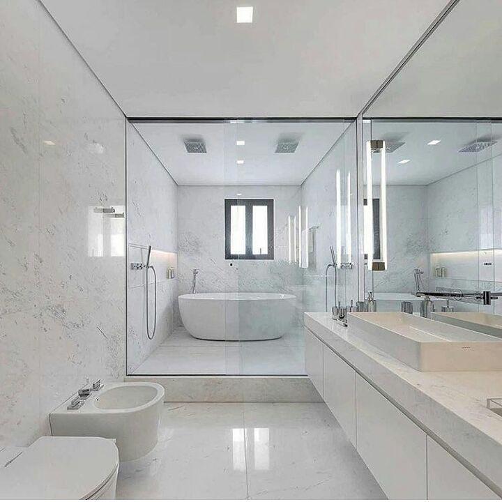 97a65649cf01 Sala de banho l Destaque para o box com dois chuveiros, e espaço para  banheira. Ficou um luxo!!! Projeto @fernandamarquesarquiteta.