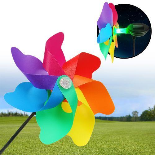 Die Gartenwindmühle mit Solar und LED Licht ist eine tolle Dekoration für alle Gartenliebhaber und wird zum absoluten Hingucker, wenn sich das Rad vor dem bunt leuchtenden LED Licht in Deinem Garten dreht!