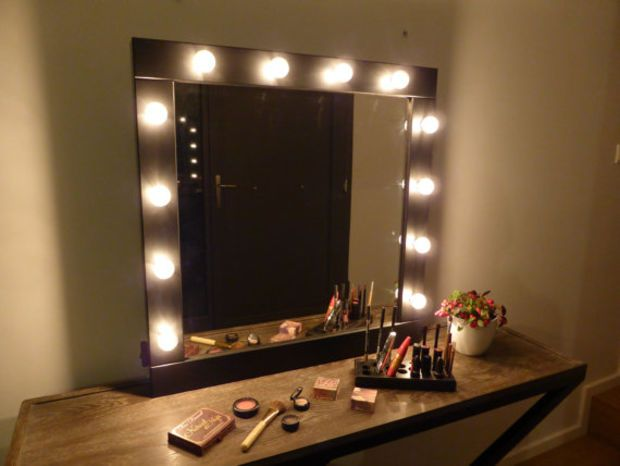 Delightful Make Up Mirror With Lights   Vanity Mirror   Βlack Or White  Wall Hanging