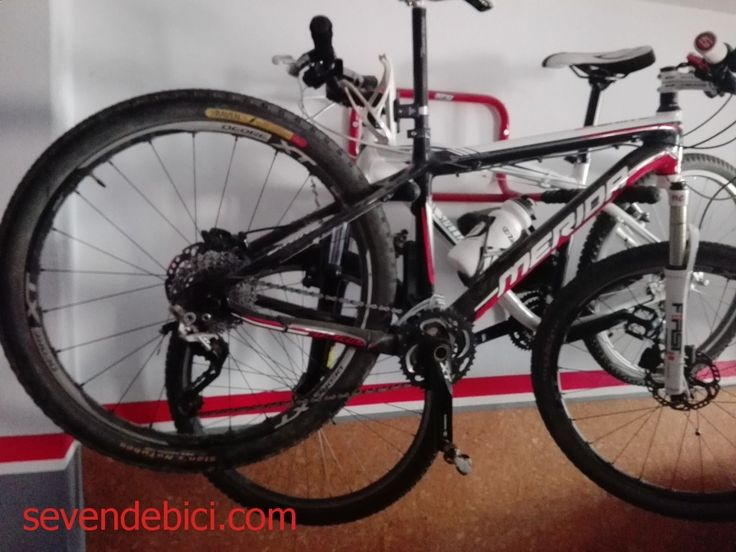 Bicicleta Mérida carbono 26, talla m para estatura asta 1#39;70.montada entera en shimano xt,tanto frenos,llantas,discos, cadena, transmisión 3x10.manillar de carbono, tija de carbono, pesa unos 9 kg,suspensión de aire