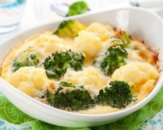 Cassolettes de légumes poids plume au camembert : http://www.fourchette-et-bikini.fr/recettes/recettes-minceur/cassolettes-de-legumes-poids-plume-au-camembert.html