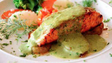 Salmão com Creme de Mostarda e Ervas Aromáticas - Um prato simples e rápido de preparar. Uma delícia!