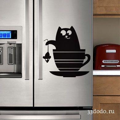 Кот и кухонная посуда