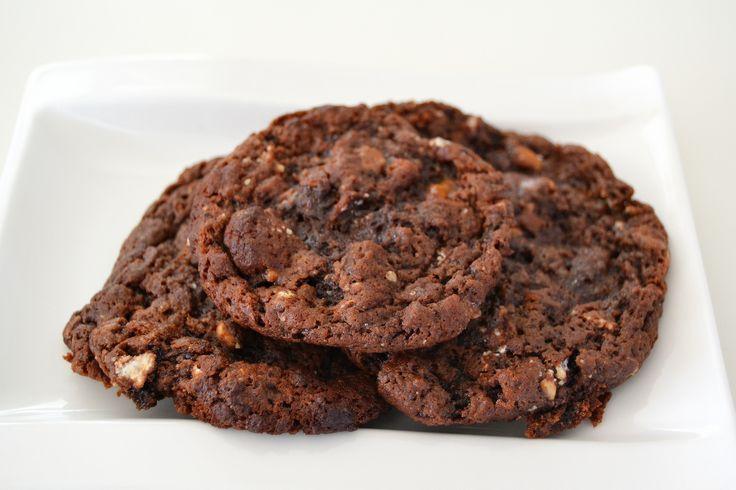 Chocolate chip cookies med toffifee och meringue Read more: http://www.cavegirl.se/chocolate-chip-cookies-med-toffifee-och-maranger/