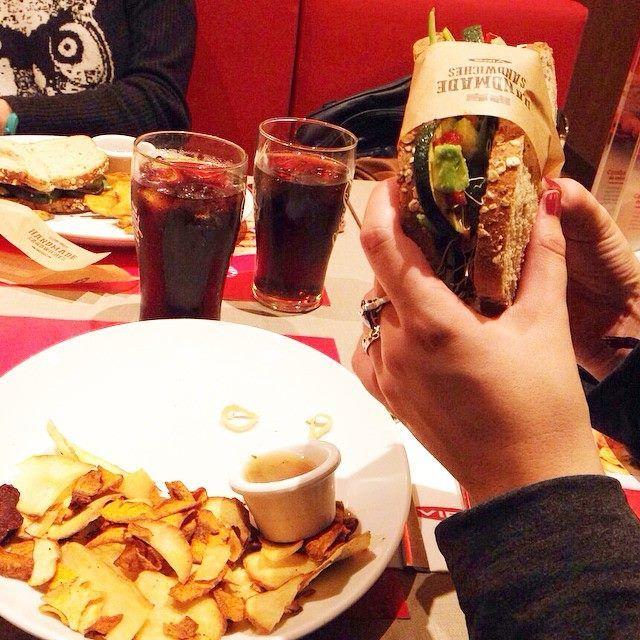 Está para comérselo… Hoy tienes que venirte a cenar… #Jueves!  #Sándwiches  #Americanos