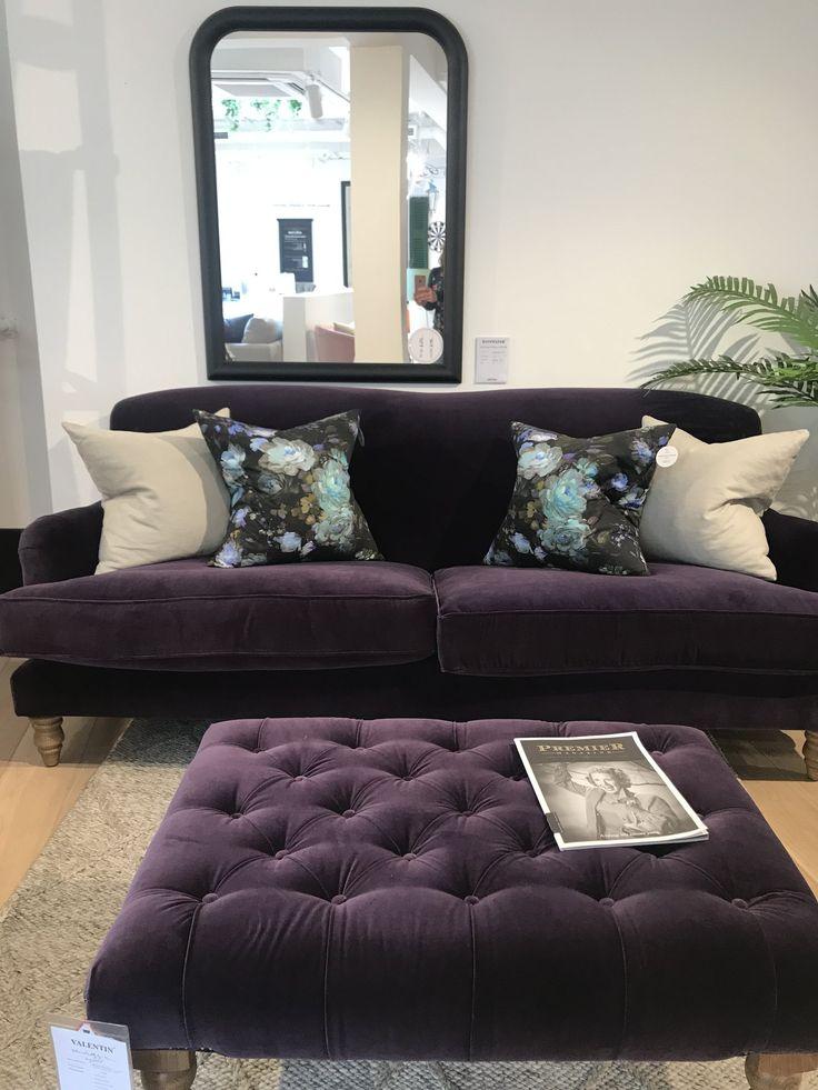 фиолетовые диваны с подушками фото затылке способна