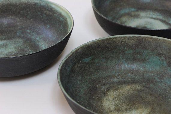 Keramische kommen groene toermalijn zwart door GeschirrManufaktur