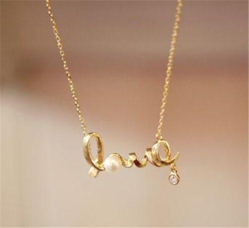 """Pandantiv Auriu cu Litere """"Love"""" http://www.pandantivefashion.ro/cumpara/pandantiv-auriu-cu-litere-love-11"""