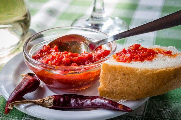 """Всевозможные соусы к мясу хорошо оттеняют вкус блюд и придают им пикантность и оригинальность. Для мясных блюд можно готовить соусы из совершенно разных ингредиентов. Сацебели """"по-домашнему"""" Курица в …"""