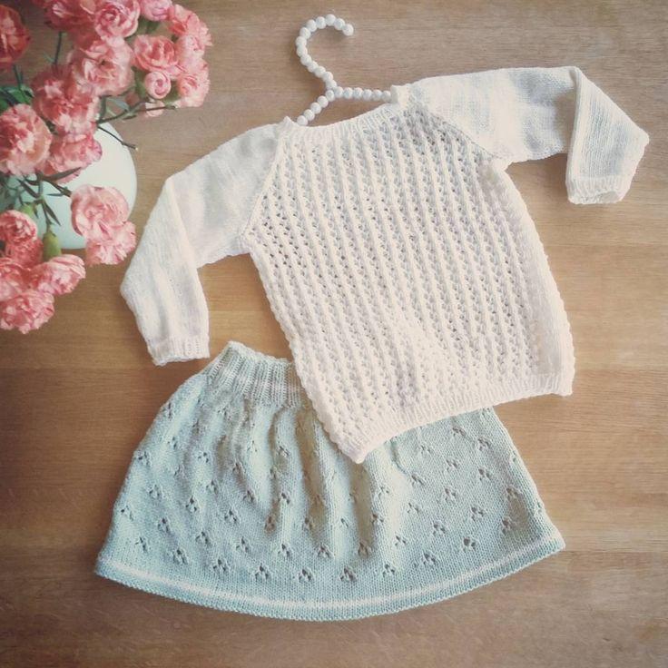 «Eit lite antrekk klart for helg! #paelas #paelasstrikk #barnestrikkfrapaelas #vinterbluse #skjørtmedhullmønster #knitsandflowers #holmegaard #strikkemamma…»
