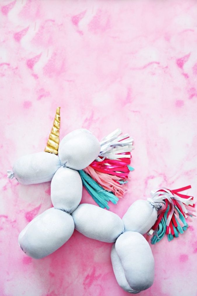 Blog post at Little Inspiration : For the love of unicorns, I bring you this cute little stuffed balloon animal!