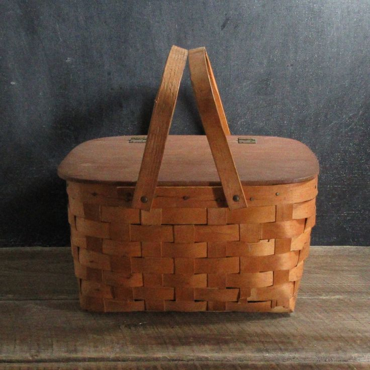 Rustic Woven Wood Picnic Basket with Shelf, Pie Hamper with Pie Shelf, Farmhouse Decor