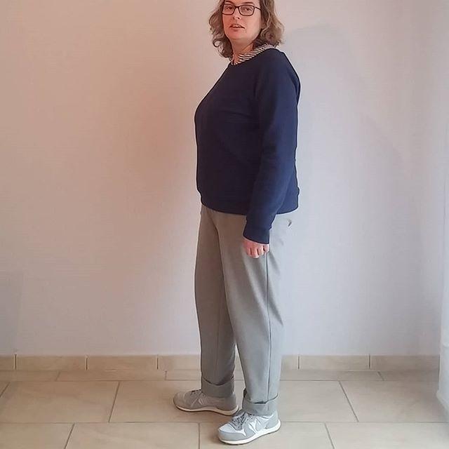 Inspiriert von @birgit_75 zeige ich Euch heute meine Jogginghose für chic. So kann man doch auch Sonntags vor die Tür gehen. Genäht letzte Woche in Bielefeld , könnte diese Hose Moji von seamwork ein echtes Lieblingsteil werden. Bequem mit Gummizug in der Taille und einer Webware mit viel Stretch. Das Shirt ist mal wieder ein Lindenshirt.  #annaeherung #Annäherung #seamworkmakes #seamworkmoji #lindenshirt #ootd #lindensweatshirt #grainlinelinden #tagderjogginghose…