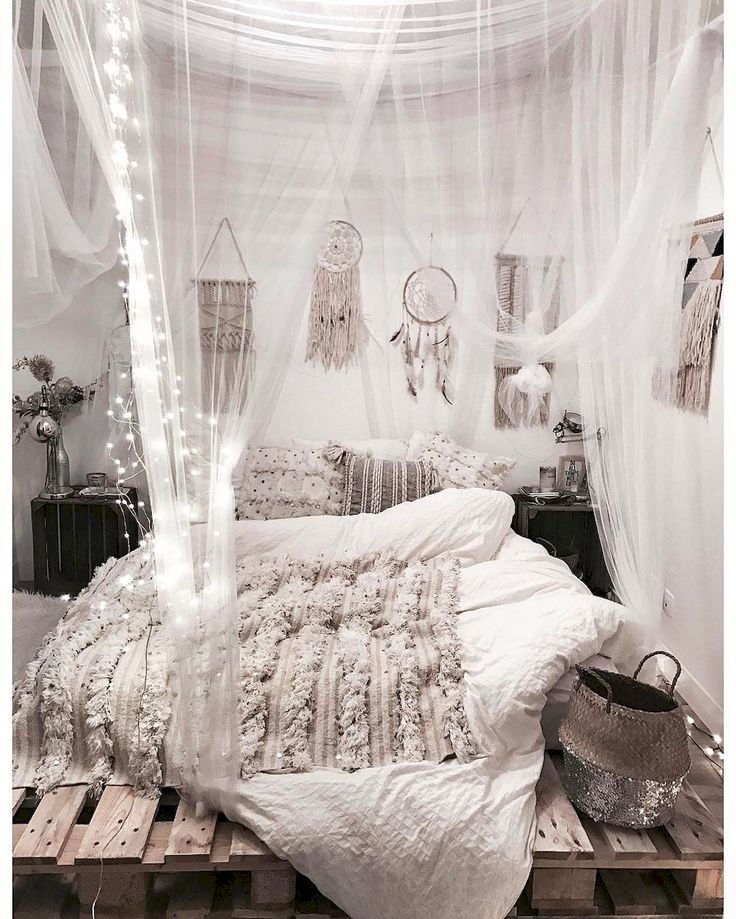 Nice 85 Elegance Chic Bohemian Bedroom Design Ideas https://decorapatio.com/2017/06/16/85-elegance-chic-bohemian-bedroom-design-ideas/