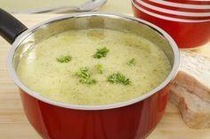 Met dit makkelijk courgettesoep recept hebt u een lekkere soep in 30 minuten! Voor een snel, klein potje soep op een regenachtige dag.