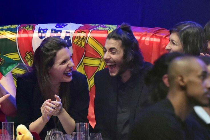 Portúgal vann Eurovision 2017 Salvador Sobral fagnar ásamt systur sinni en hún samdi lagið.  13.5. 2017, IoT, www.netkaup.is NCO eCommerce , www.nco.is