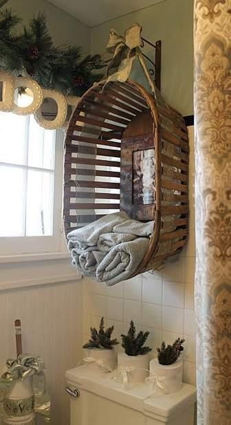 decorate with old baskets by hanging or mounting them as new storage units or picture frames around the home.: Decor Ideas, Small Bathroom, Old Baskets, Towels Holders, Cute Ideas, Toilets Paper, Towels Storage, Towels Racks, Hanging Baskets