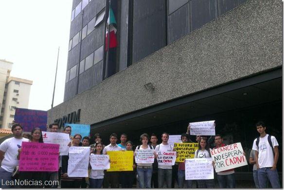 Representantes Estudiantiles de la UCV acudieron a embajadas de México y Colombia - http://www.leanoticias.com/2014/03/07/representantes-estudiantiles-de-la-ucv-acudieron-a-embajadas-de-mexico-y-colombia/