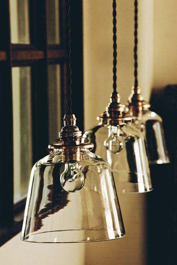 <baba enamel>  ガラスと真鍮のシンプルな組み合わせが素敵! 手吹きで1つ1つ作られたガラスのランプシェード。 画一品にはないハンドメイド感に一目惚れしちゃいそう。
