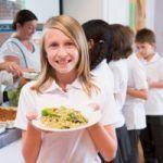 Ristorazione scolastica: i menù vegetariani e vegani sono già una realtà in molte scuole.